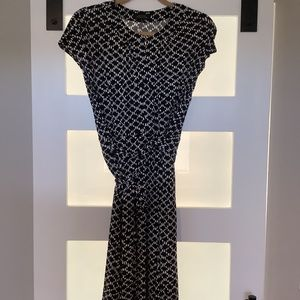 Tahari black and white cap-sleeved keyhole dress